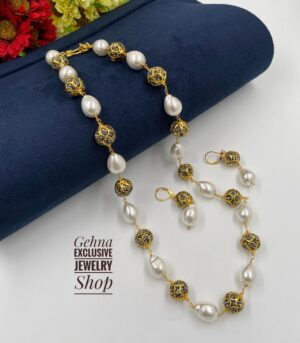 White Pearls Beads necklace