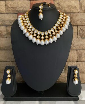 Gold Toned Kundan Necklace Set