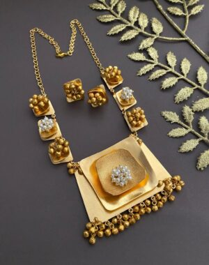 Designer Light weigh Golden Necklace Set