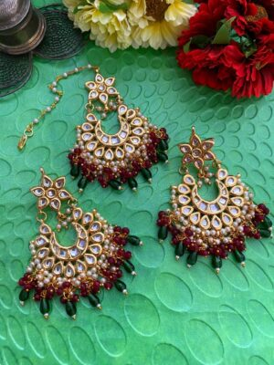 Kundan Tikka Earrings Set